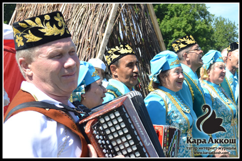 Татар халык җырларын бергәләп җырлау
