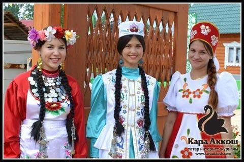 Красавицы Тюлячинского района у входа