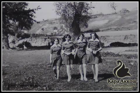 Юрий Филимонов. В сельмаг привезли новые платья. Татарстан, село Шали, 1985.
