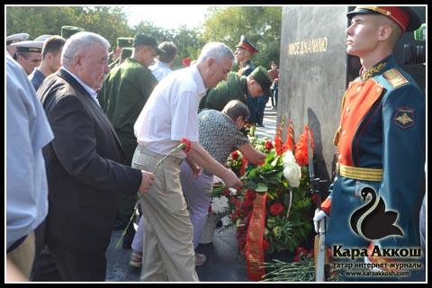 Возложение цветов к памятнику Мусы Джалиля