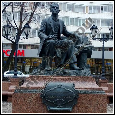 Памятник Габдулле Тукаю в Москве