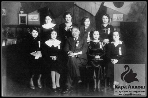 Исхаки среди студентов. Мукден. Манчжурия. 1935 год