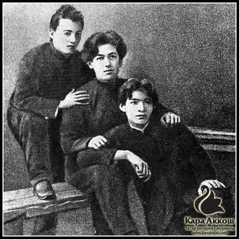Тукай (вверху), С. Рамиев (в середине) и Ф. Агиев (внизу). Город Казань. 1908 год.