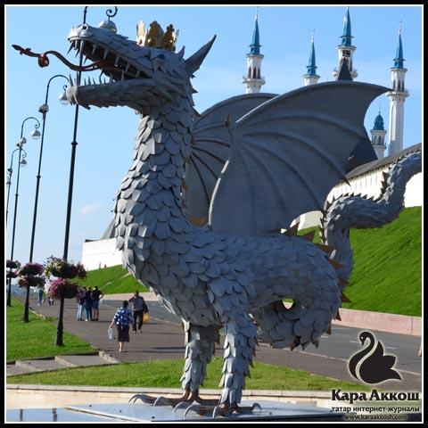 Памятник Зиланту у стен Казанского Кремля